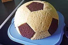 Fußball Charlotte mit Maulwurfkuchen - Füllung, ein gutes Rezept aus der Kategorie Kuchen. Bewertungen: 71. Durchschnitt: Ø 4,4.