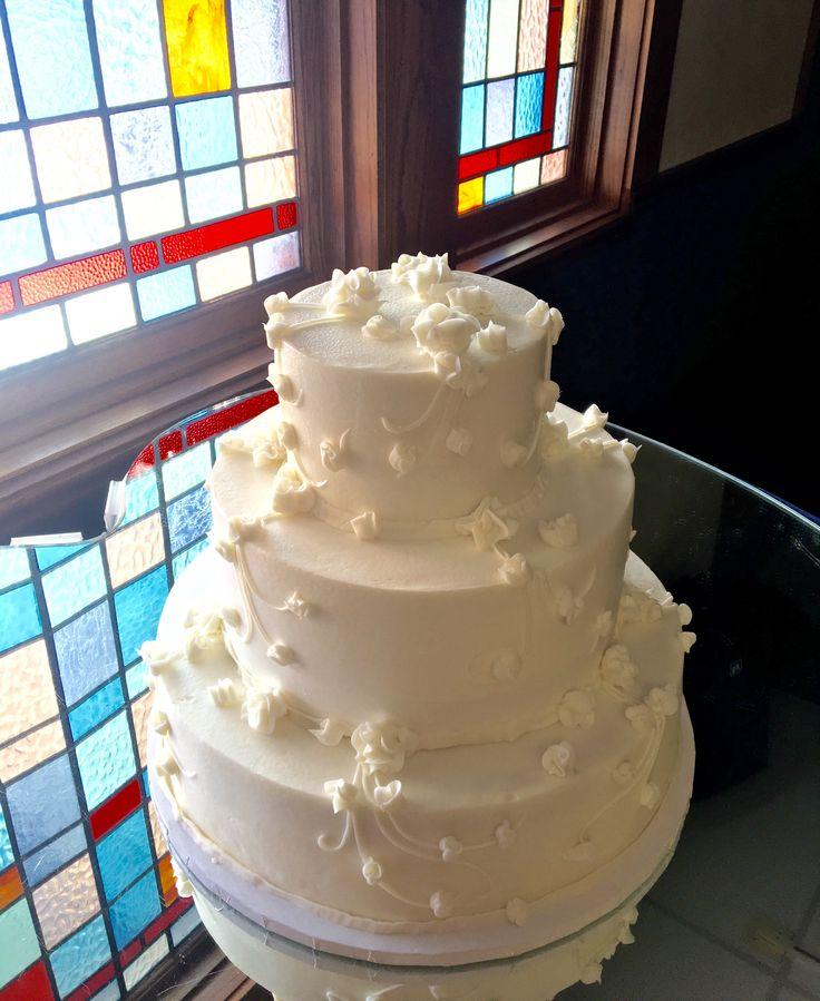 simple white buttercream wedding cakes