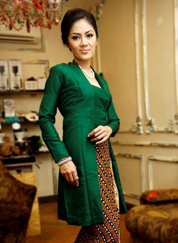 JP: Kebaya - neckline variation - like the green and brown