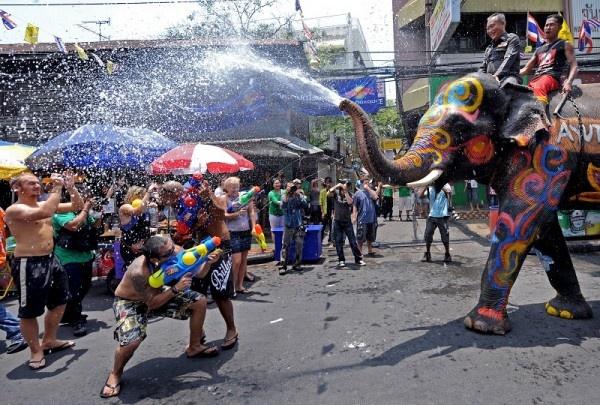 Thailand's Songkran Festival is so FUN!  http://airline-travel-deals.blogspot.sg/2013/04/celebrating-songkran-festival.html