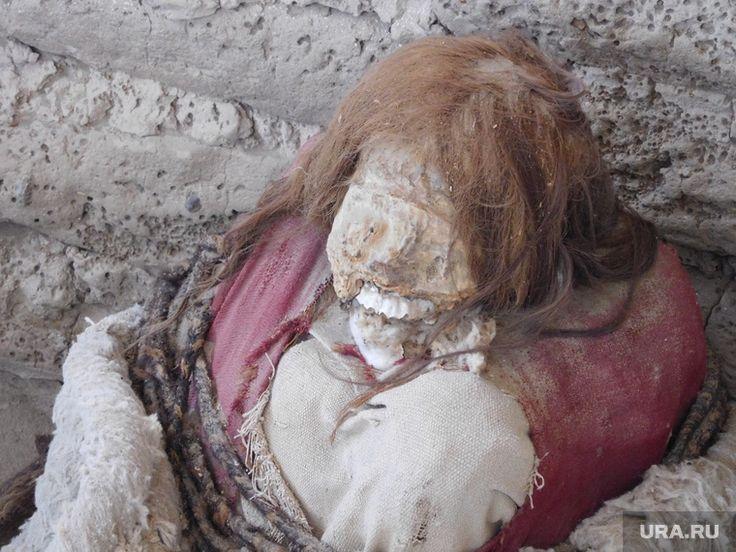Археологи обнаружили очень странное захоронение на Ямале, не свойственное для этого региона. Мужчину и женщину миниатюрного телосложения и низкого роста буквально скрутили, а затем сожгли.   Исследователи научного центра изучения Арктики получили результаты палеоантропологической экспертизы костных останков, обнаруженных на археологическом памятнике Юръ-яха III в июле прошлого года, сообщили в правительстве региона. Выяснилось, что кости принадлежат мужчине и женщине. Оба при жизни имели…