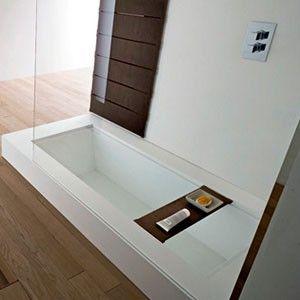 Door de lattenbodem uit de douche van Rexa te verwijderen ontstaat het bad. Een slim idee voor in de badkamer uitgevoerd in een modern design.