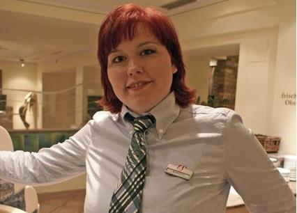 Karolin Wegscheider. Chef de rang. Karolin ist eine unserer elf Käsesommeliers, die es seit Mai 2009 im Hochschober gibt. Sie werden von ihr im Service umsorgt – ihre Aufgabe als Gastgeberin im Restaurant nimmt sie gerne wahr.
