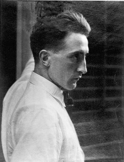 Marcel Duchampin New York,1917 byEdward Steichen*    fromNGA[another portrait & more on his NY yearshere]