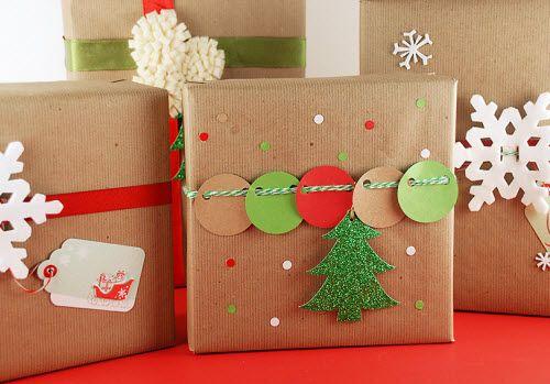 Fermapacco fai da te per Natale con cartoncino rosso e verde