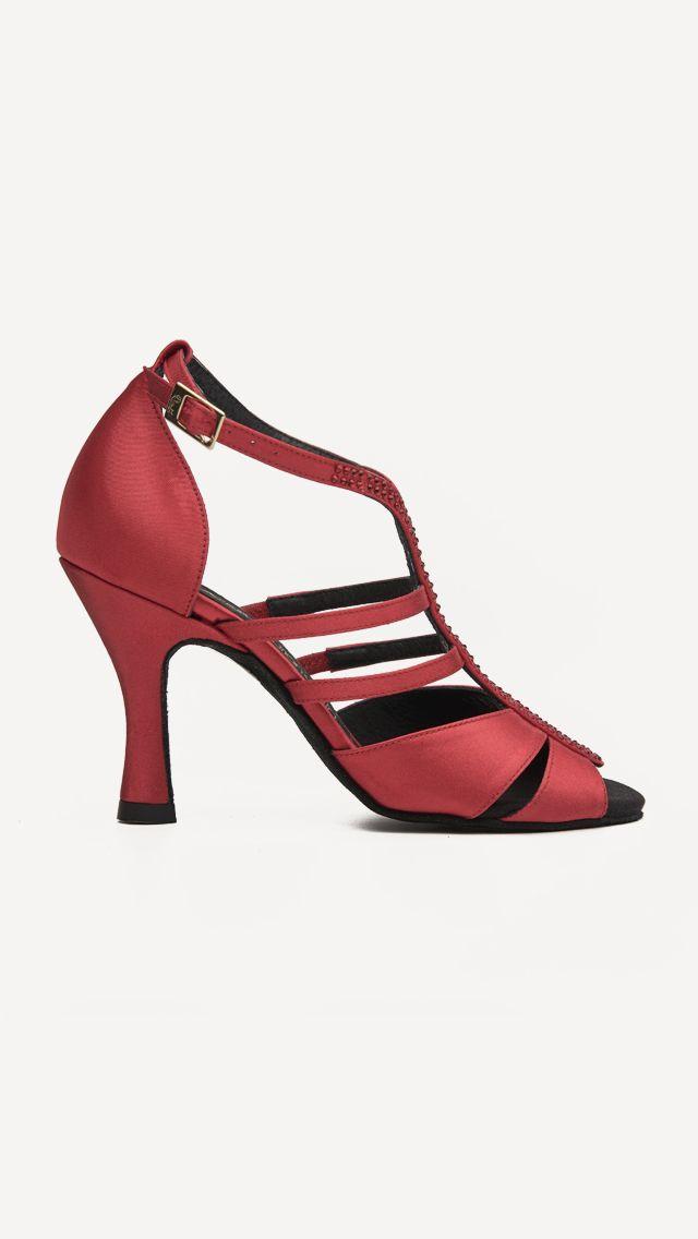 Me vuelven loca!!!!!❤️❤️  Locaaaaa!!!   LOS QUIERO!!!! ❤️❤️ #Tendencia #BAILE #sandals #sandalias #zapatos #salsa #anitacollection #adrianyanita #fashion #redshoes #rojo #moda #kizomba #mambo #tango #salones #hechosamano #madeinspain #manuelreina #zapatosexclusivos #shoes #womanshoes #divinity #luxe #dancer #ballerina #bachata #bailelatino #ilovedance