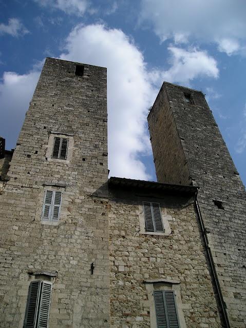 Torri gemelle, Ascoli Piceno, Le Marche