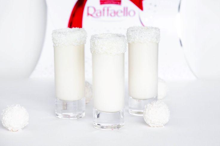 Rezept für ein super leckerenRaffaello Likör. Er schmeckt einfach himmlisch, ist schön cremig und präsentiert sich toll.Zutaten: 13 Stck. Raffaello, 70 g Zucker, 1 Ei, 300 ml Milch...