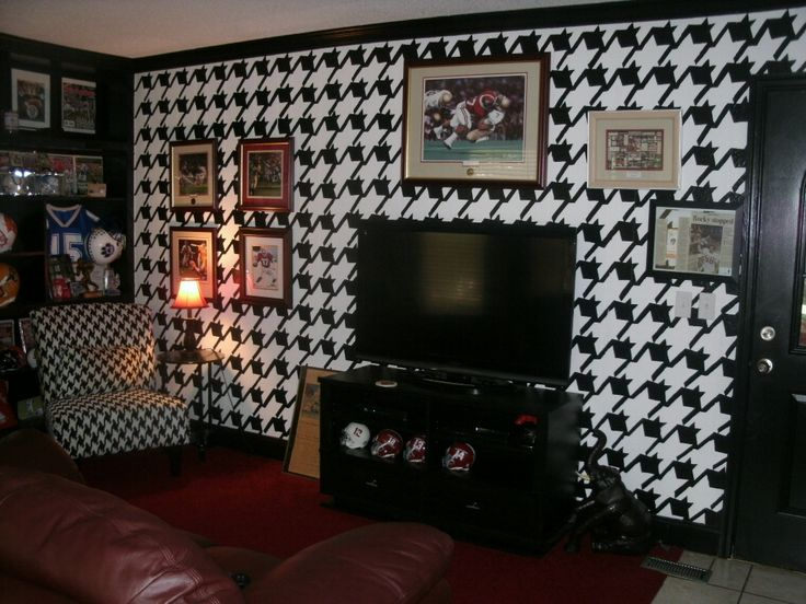 Alabama Room...yes painted houndstooth wall.