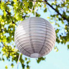 Lanterne argentée pour mariage et Noël chic : http://www.instemporel.com/s/12285_158034_lot-de-2-lanternes-en-papier-argent-30cm