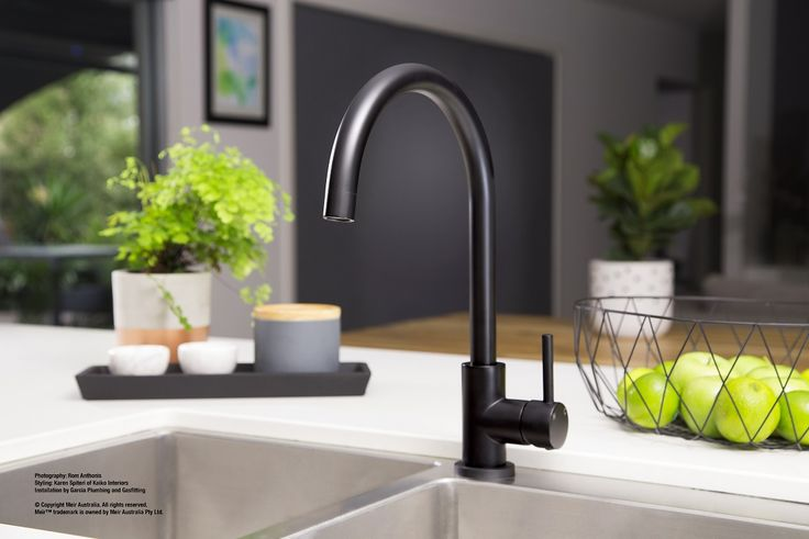A perfect blend of style and practicality, this Black Kitchen Tap has solid brass construction and a convenient single handle mixer for ease of use.