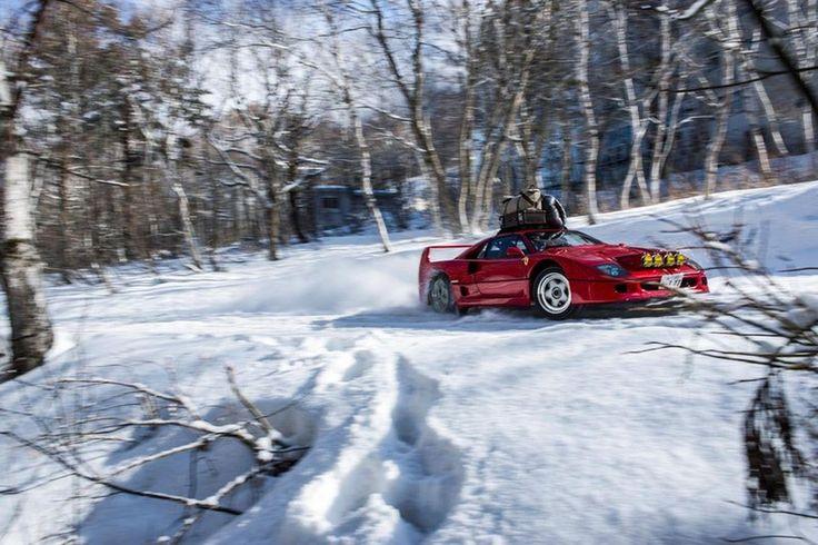 Definición de felicidad: este Ferrari F40 surcando pistas de esquí y derrapando en la nieve