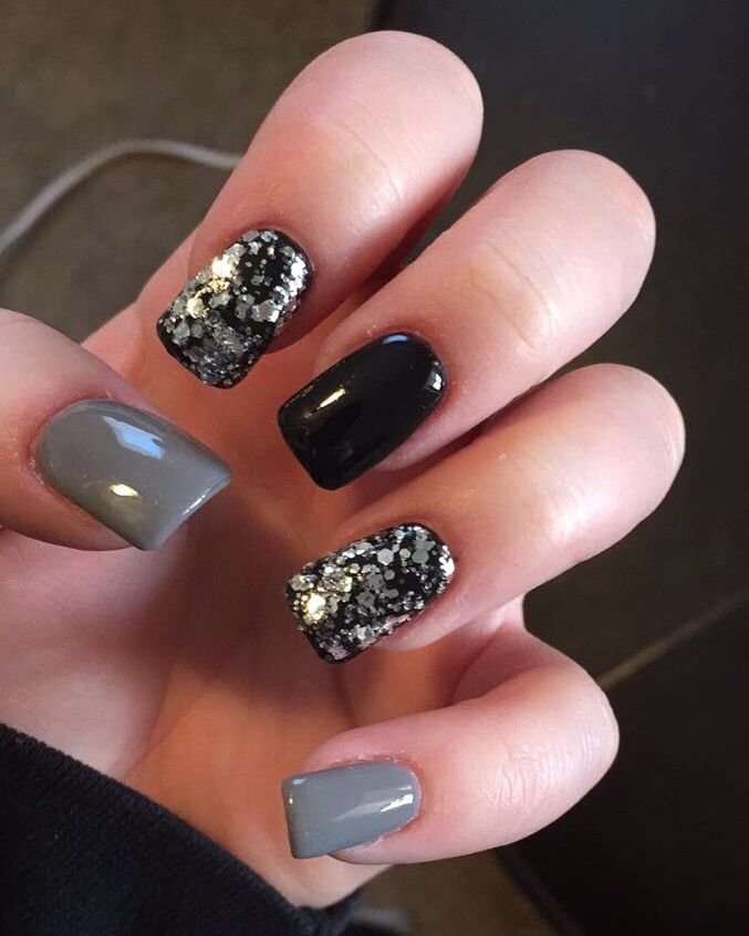Black and gray nails with glitter | Grey gel nails, Gray ...