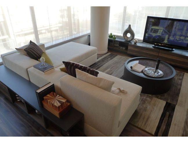 インテリアコーディネート リビングルーム 大きなソファで ゆったりできますね。 ラグのデザインもかっこいい!