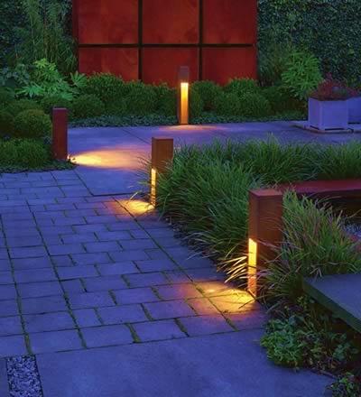 Dunkel im Garten? Wir haben schöne Leuchten für Ihren Garten.