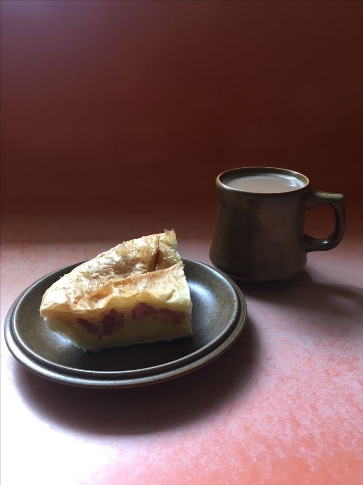 Bacon and egg pie, and Temuka cup and plate.