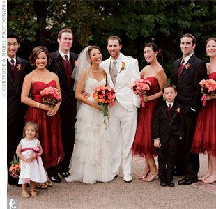 Si el color rojo es uno de tus favoritos y soñaste con una boda impecablemente decorada de rojo, te aconsejamos tomes notas de todos los det...
