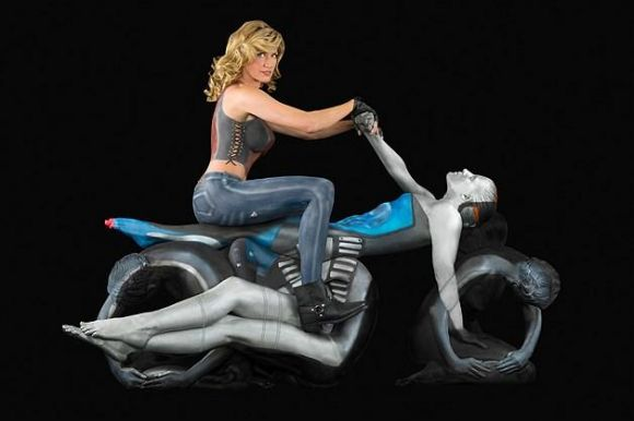 Woman on Motorcycle Optical Illusion - http://www.moillusions.com/woman-motorcycle-optical-illusion/