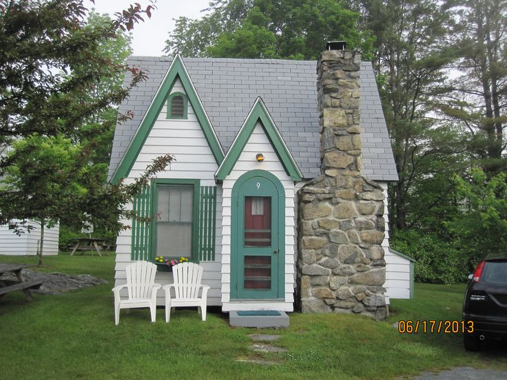 A Cute Little Motel Cottage In The White Mountains Of New