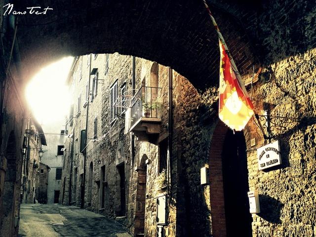 Sarteano, Siena, Italy - Nobilissima Contrada Di S.Lorenzo by NanoTest, via Flickr #InvasioniDigitali Sabato 27 aprile con Da Cro. #liberiamolacultura #laculturasiamonoi