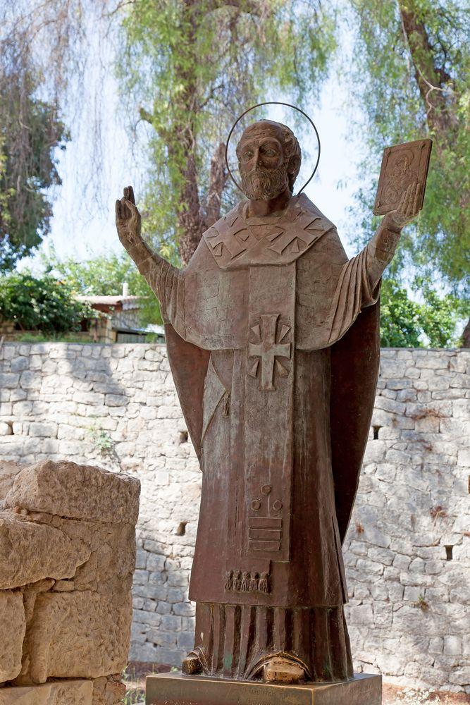 Antalya Kale ilçesinde yer alan antik bir Likya kenti, Myra'da bulunan orta Bizans dönemi kilise mimarisinin günümüze kadar ulaşmış en seçkin örneklerinden St. Nicholas Kilisesi