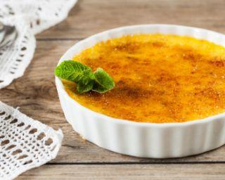 Crème brûlée au lait de coco : http://www.fourchette-et-bikini.fr/recettes/recettes-minceur/creme-brulee-au-lait-de-coco.html