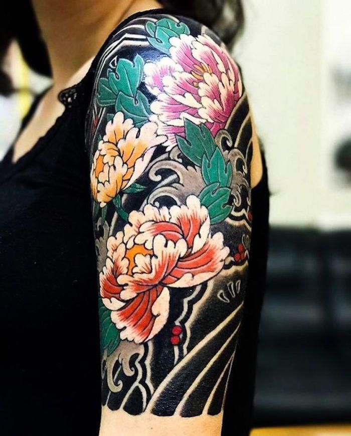 Japanische Tattoos für Frauen, farbiges Tattoo mit großen Blumen #blumen #farbiges #frauen #japanische #tattoo #tattoos