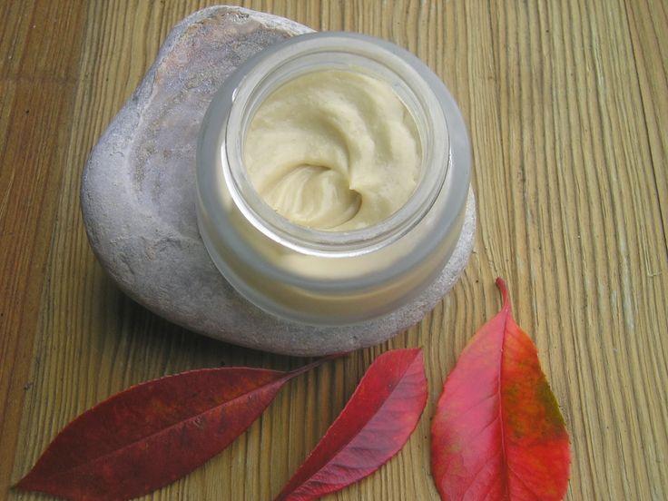 Crema nutritiva de tacto suave. Para pieles secas, deshidratadas, sensibles, con arrugas y maduras.  Para pieles normales, usar co...