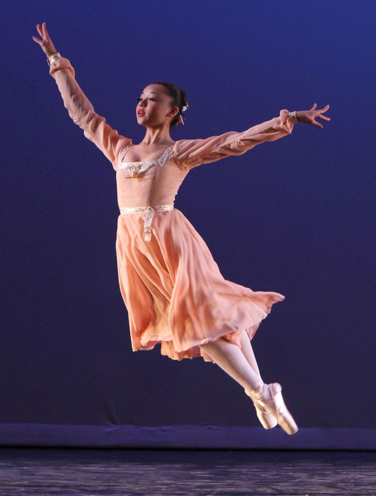 """VRDC in """"Serenade in C"""" Choreographed by Maxine Chapman and photo by CJ Kane"""