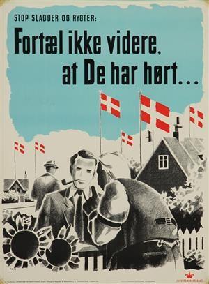 Krigstidsplakat, 'Stop sladder og rygter: Fortæl ikke videre, at De har hørt...', tegnet af P.N., udsendt af Justitsministeriets Propagandakontor under besættelsen, litografisk trykt hos Dyva & Jeppesens Bogtrykkeri, København 1940. 85 x 63 cm. Uden ramme. Fremstår med taperester på hjørnerne, lille stykke af nederste højre hjørne mangler. <br><br>Plakaten er en del af temaauktionen 'Plakatens guldalder' - en omfattende samling af vintageplakater, som i januar...