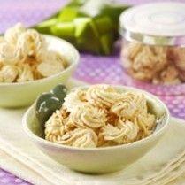 KUE SAGU KEJU http://www.sajiansedap.com/recipe/detail/13201/kue-sagu-keju
