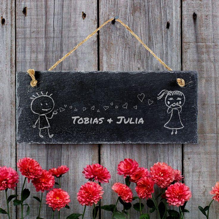 Schieferschild mit Gravur. Ideales Geschenk für Pärchen. - Die personalisierte Platte aus Schiefer mit Gravur für alle, die ein besonderes Geschenk für einen besonderen Menschen suchen! #Schieferschild #Liebespaar #Valentinstag #Hochzeit #Pärchen #Gravur #Schiefer #Namensschild #Geschenk #Geschenkidee