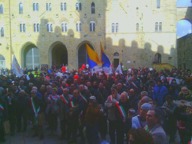 CAPITAN FUTURO: Tg FUTURO, 106 sindaci italiani a VOLTERRA e nessu...