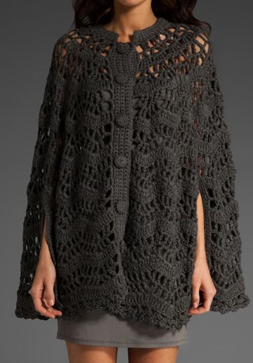 Un poncho bonito de crochet. Es muy romántico y moderno. El dibujo de poncho se parece mucho a unas olas.  Desgraciadamente no sé quien es...