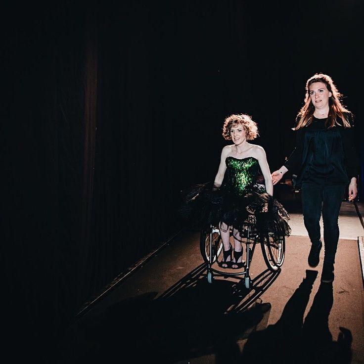 E L I A N N E (@eliannespeksnijder) • Missverkiezing2017  Phtoto by @marjonzijlstrafotografie    #magnesiumwheels #wheelchair #model #modeling #whiteswissshepherd #wheelchairgirl #misverkiezing2017 #lucillewerner