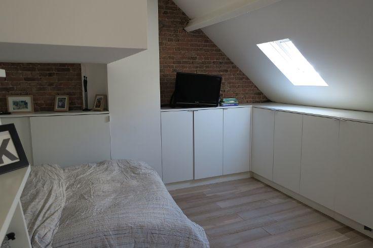 Te koop - Herenhuis 3 slaapkamer(s)  - bewoonbare oppervlakte: 200 m2  - Klein beschrijf mogelijk! Prachtig authentieke, gerenoveerde stadswoning op toplocatie met ca 200m2 bewoonbare oppervlakte en zuidtuin van ca 25m2. De  - dubbel glas - dressing 1 bad(en) -   2 gevel(s) -  3 toilet(ten) -  - eetkamer - oppervlakte kelder: 40 m2