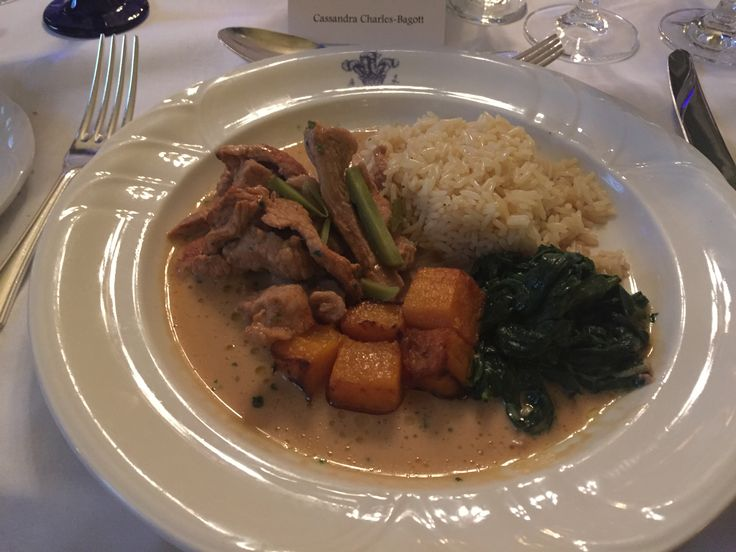 @chaineGB entertains at the #carltonclub Veal Strogonoff with Rice Pilaf and Garnish of Spinach leaves Château Potensac, Cru Bourgeois, #Médoc 1997
