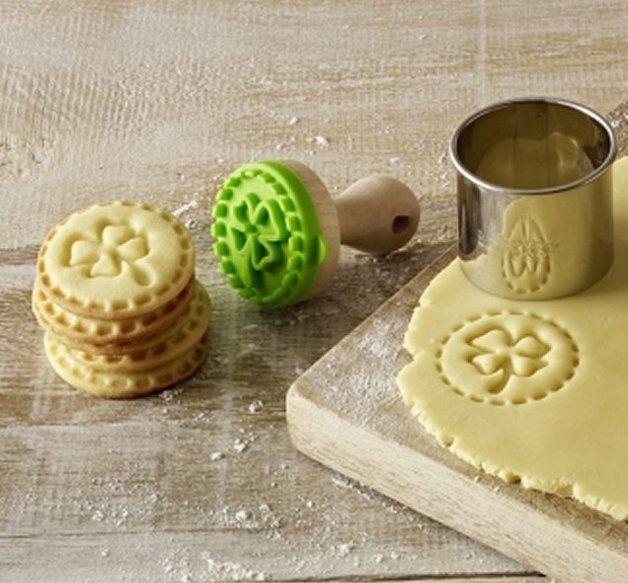 Glückskeks: Niedlicher Keksstempel mit Kleeblatt / cookie stamp with shamrock by Utenliesjen via DaWanda.com