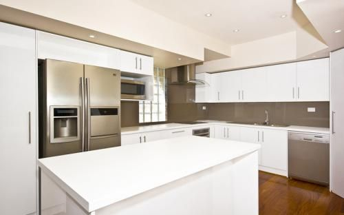 Gloss melamine doors with laminate benchtop
