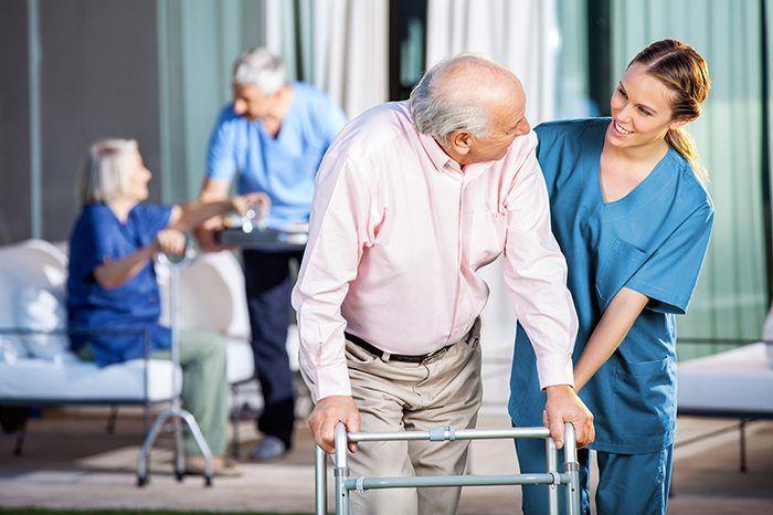 Rede especializada em cuidar e acompanhar pessoas da terceira idade tem forte plano de expansão em franquias.
