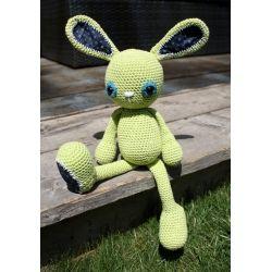 Dit is Pieter, een lief lime gekleurd knuffel konijntje gehaakt met 100% katoenen garen. Hij heeft ook nog meer lieve vriendjes!