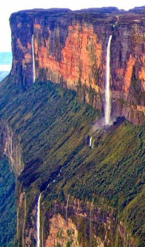 The Mind-Blowing Mount Roraima, Known as Tepuy Roraima and Cerro Roraima!América do Sul, Brasil
