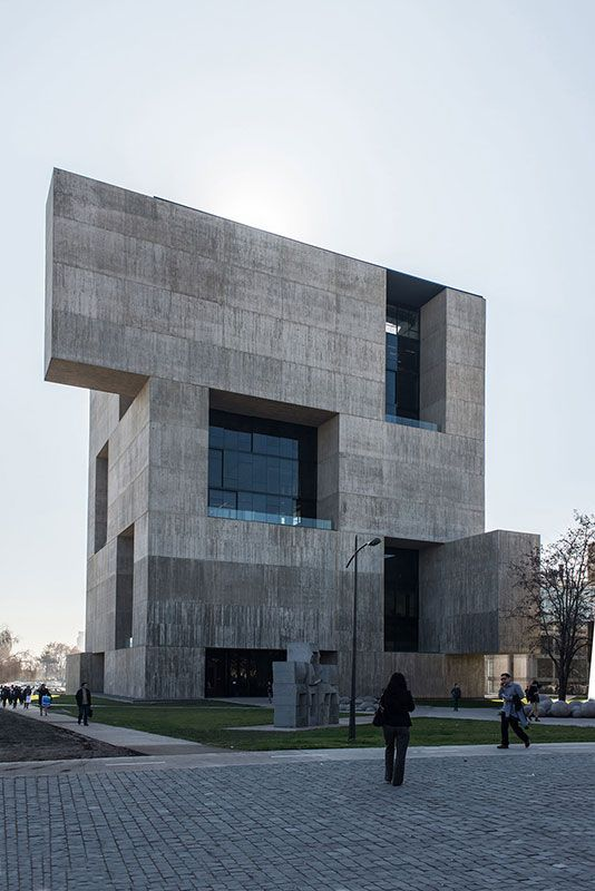 Magnificient play of volumes by architect Alejandro Aravena + Elemental in the new Centro de Innovación UC Anacleto Angelini on the San Joaquín Cam­pus, Uni­ver­si­dad Católi­ca de Chile, San­ti­a­go, Chile
