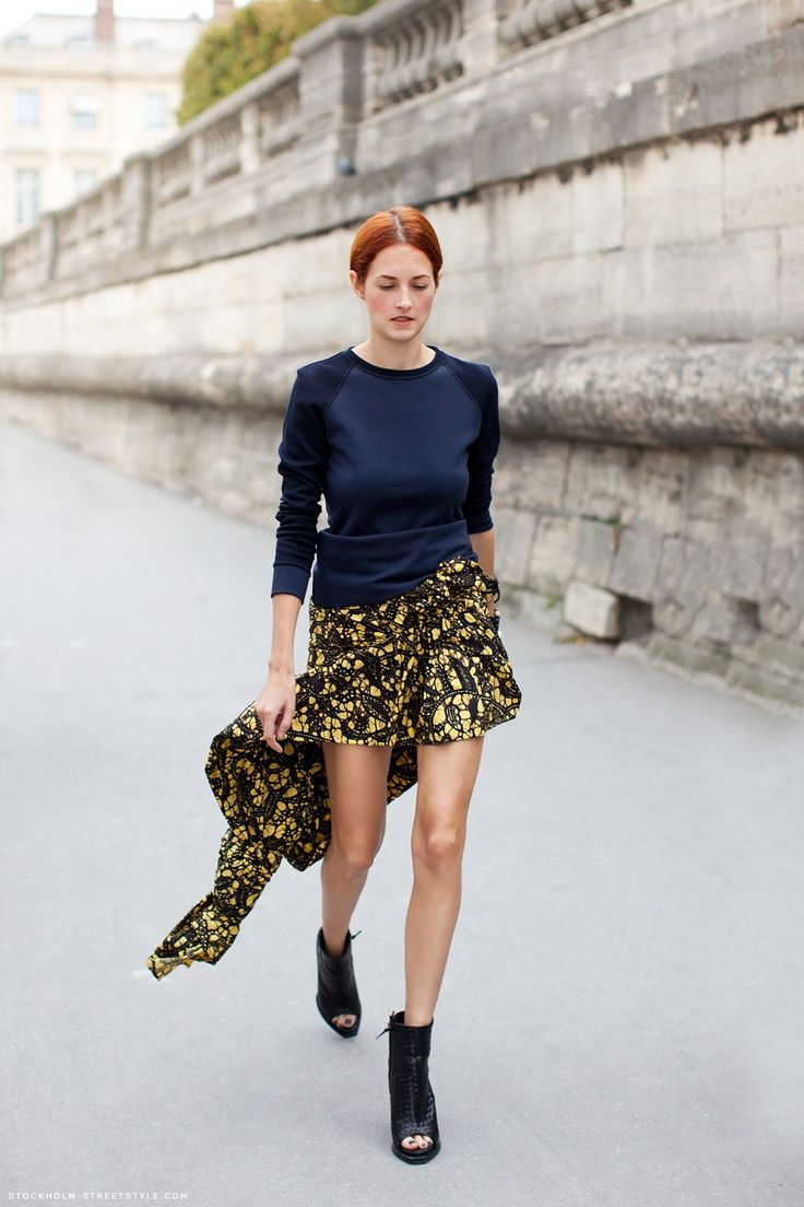 Taylor Tomasi Hill is wearing : navy sweatshirt + amazing asymetric skirt + black ankle open toe boots