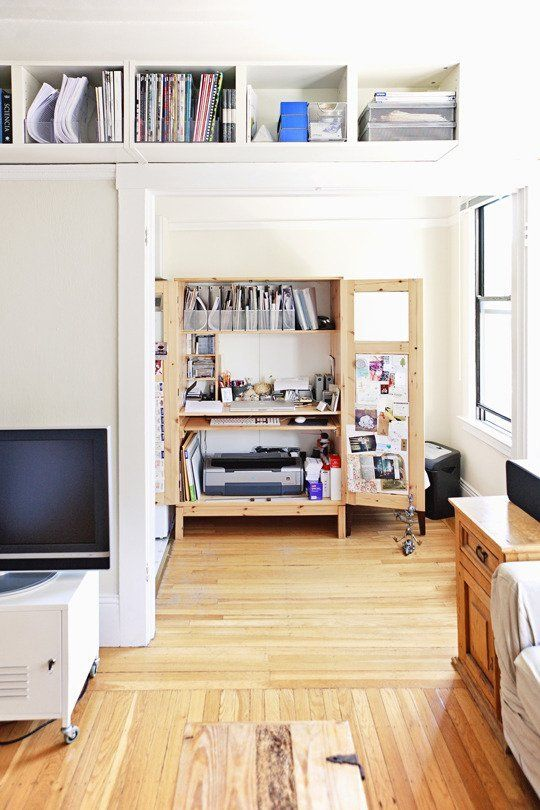 Not all of us who work from home are lucky enough to have an extra room to devote to a home office, so we utilize what space we do have. Culled from our House Tours, here few great home offices that don't sacrifice style or function, even when they're short on square footage.