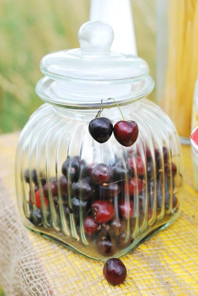 ślub#słój#jar#owoce#słodkości#stół#dodatki#owoce#aranżacja#rustykalnie#sielsko#naturalnie#lato