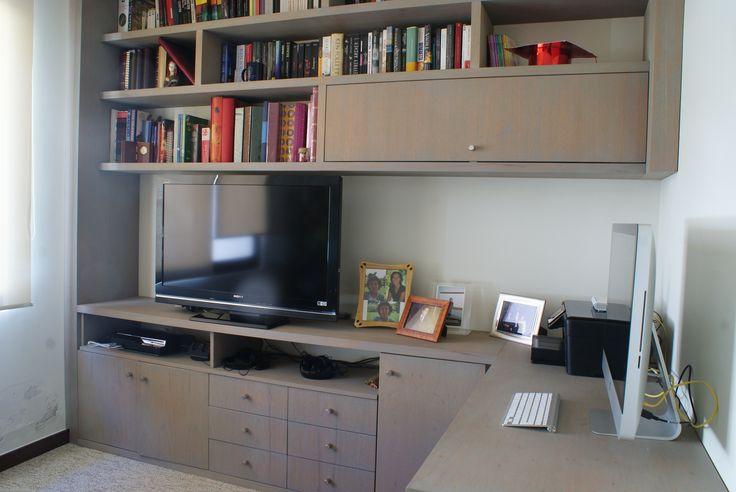 Escritorio Home Office en Cedro con un acabado gris de Osmo.