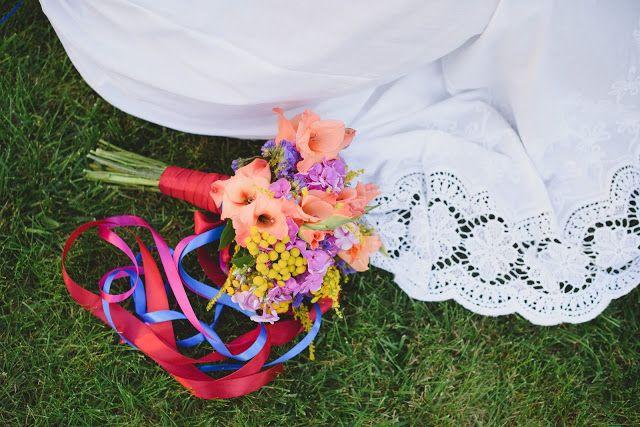 Letni bukiet  ślubny : Pracownia paryskie klimaty ** stylizacja : Magdalena Sawicz ** fotograf : Maria Mendakiewicz