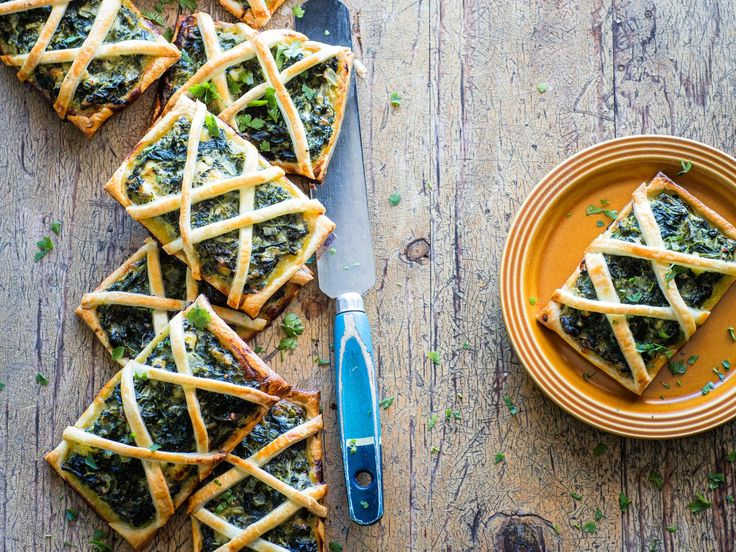 Looking for a winning vegetarian recipe? With perfectly puffed pastry, these three cheese spinach gallettes are great served for a tasty snack, filling lunch or light weeknight meal