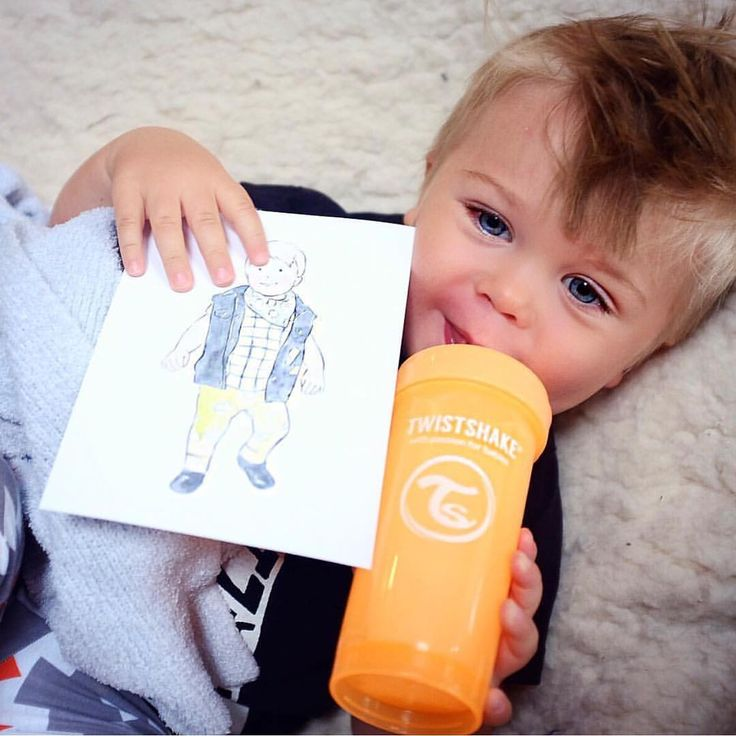 Ezra enjoying his new color Sunbeam  #twistshake #babyboy #dailyparenting #babies #twistshakesunbeam